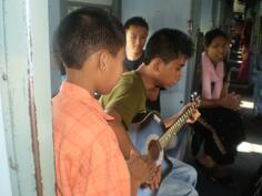 SINGING TIME IN THE TRAIN
